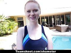 CFNMTeens - blek rödhårig knullas av simning tränaren